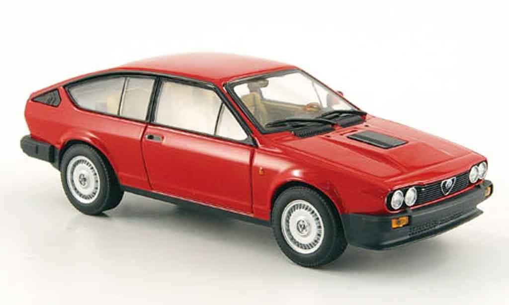 Alfa Romeo GT 2.5 1/43 Minichamps V v6 rouge 1983 miniature