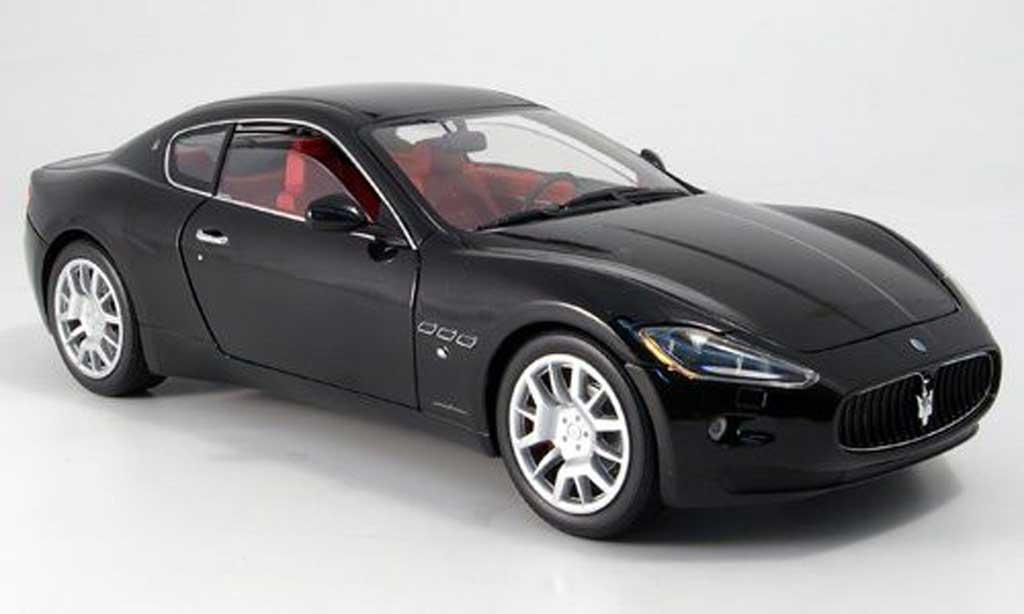 Maserati Gran Turismo 1/18 Mondo Motors noire miniature