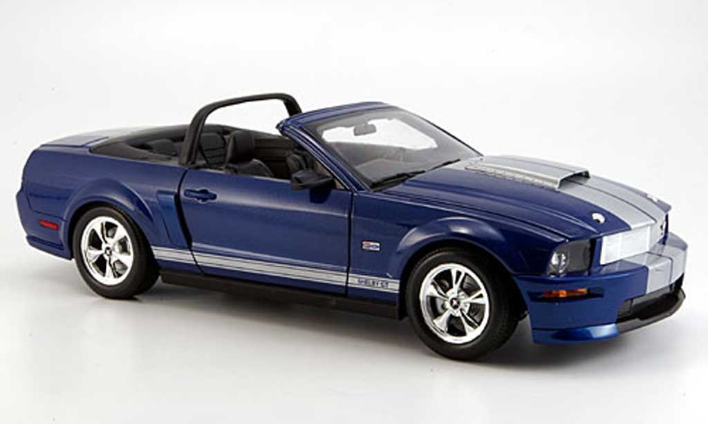 Shelby GT 1/18 Shelby Collectibles convertible bleu bandes grises 2008 miniature