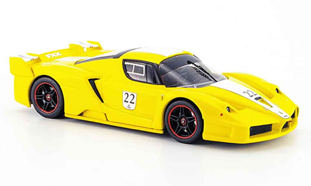 Ferrari Enzo FXX 1/43 Hot Wheels Elite no.22 jaune avec blancheem streifen miniature