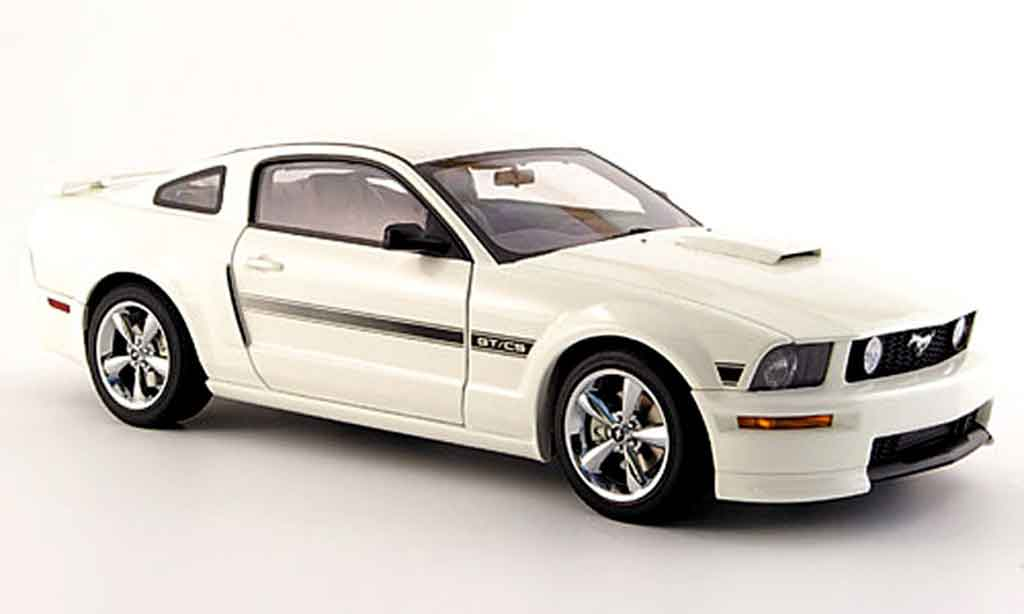 Ford Mustang GT 1/18 Autoart california special white 2007 diecast