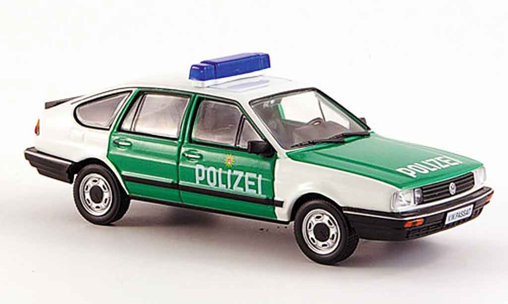 Volkswagen Passat 1/43 WhiteBox (b2) fliessheck police 1985 miniature