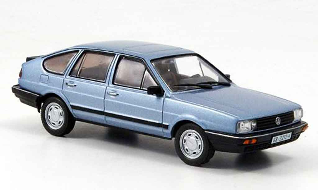 Volkswagen Passat 1/43 WhiteBox grise metallisee bleu 1985 miniature