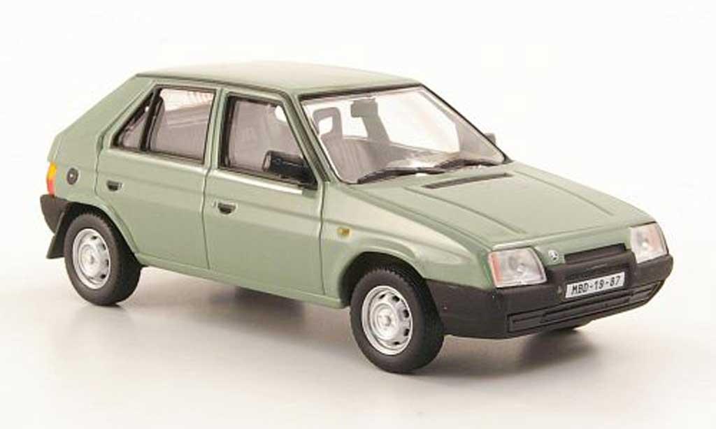 Skoda Favorit 1/43 Abrex 136L oliv 1987 miniature