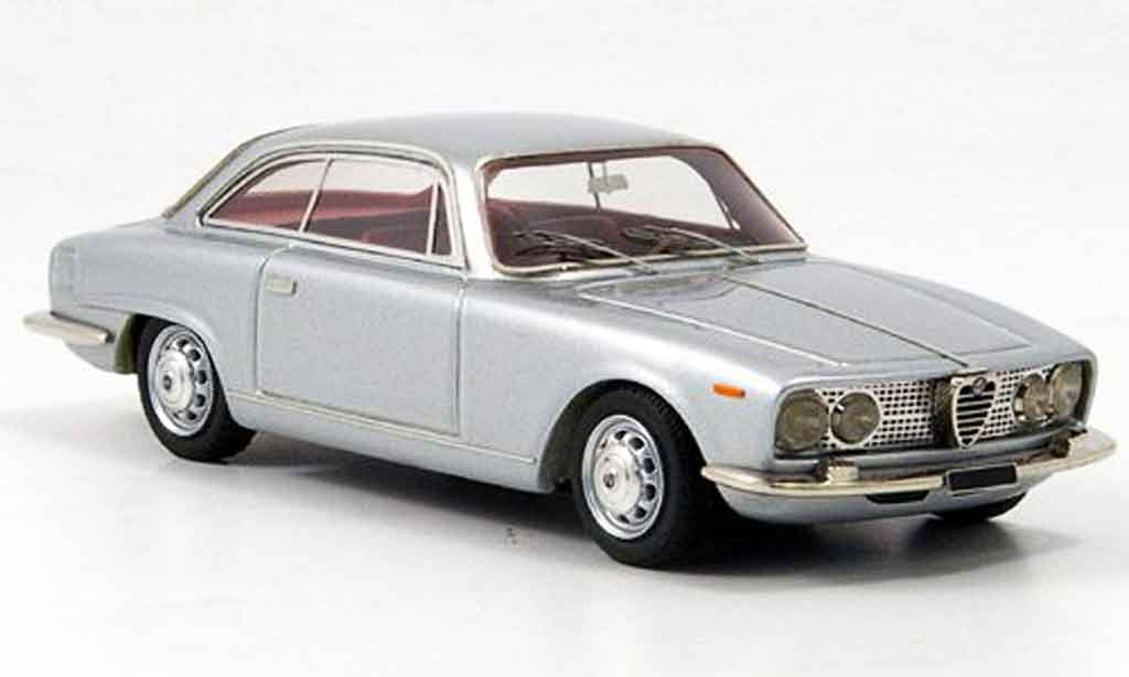 Alfa Romeo 2000 Sprint 1/43 Look Smart grise metallisee rougees interieur 1962 miniature