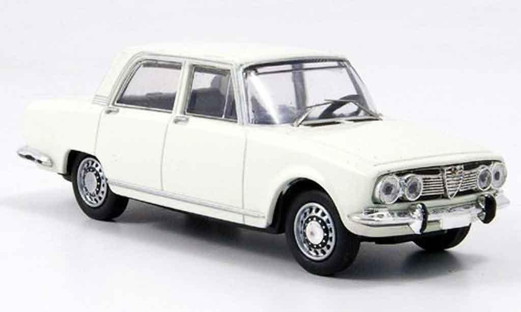 Alfa Romeo 1750 1/43 M4 berline blanche b quality 1968 miniature