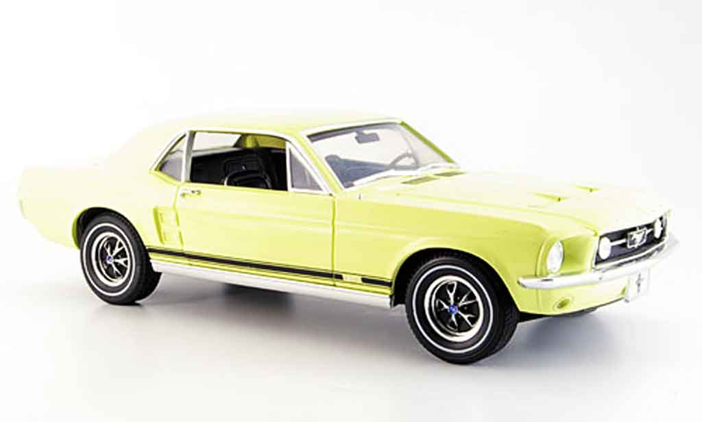 Ford Mustang 1967 1/18 Greenlight gt coupe jaune miniature