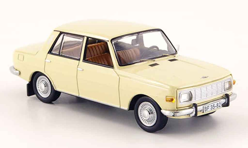 Wartburg 353 1/43 IST Models creme 1967 miniature