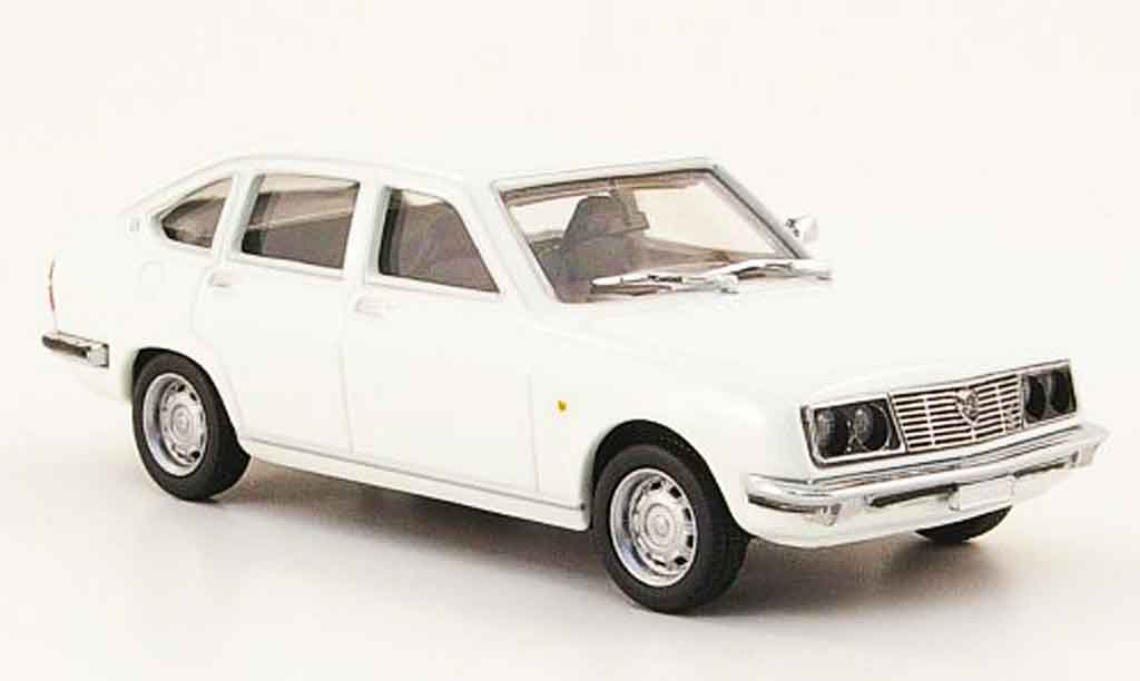 Lancia Beta berline 1/43 Pego blanche miniature