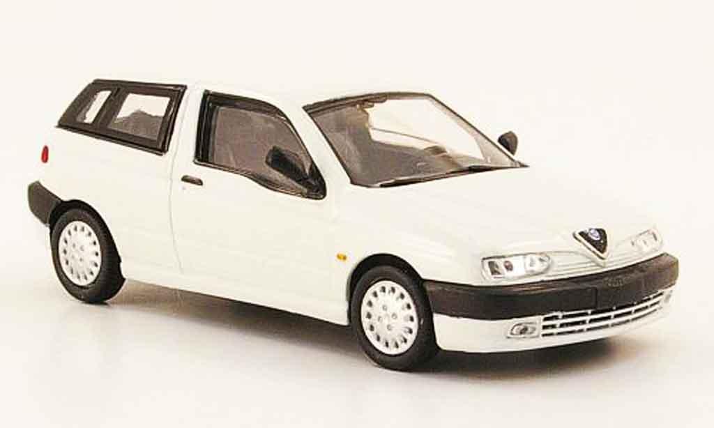Alfa Romeo 145 1/43 Pego blanche 1995 miniature