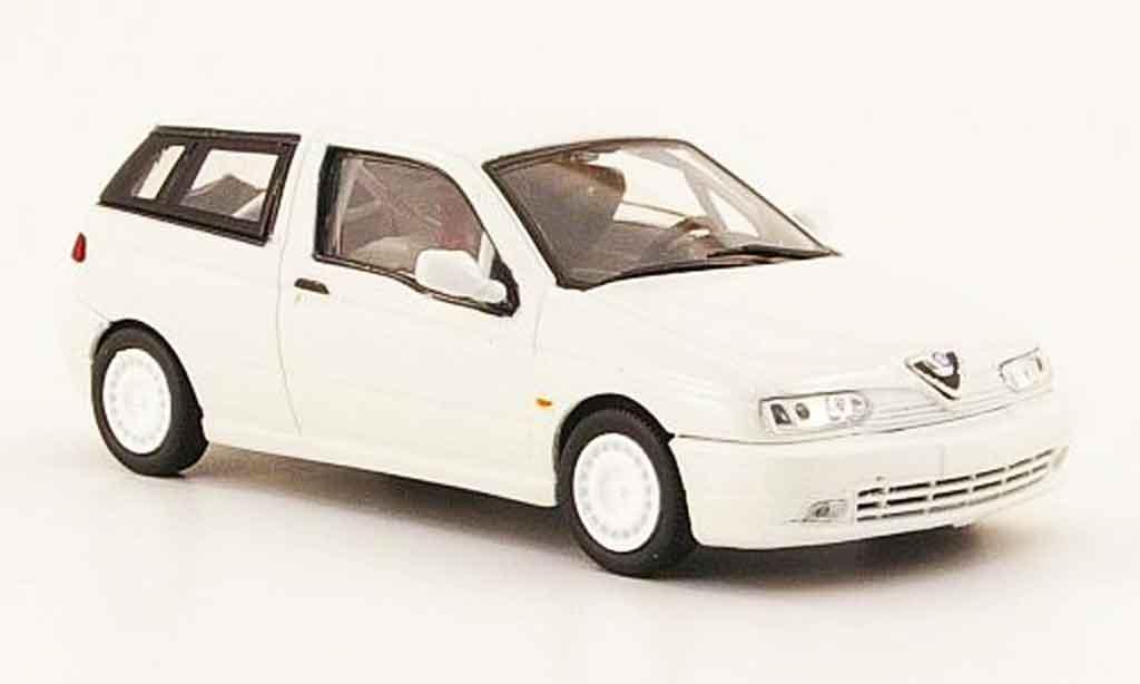 Alfa Romeo 145 1/43 Pego presentation blanche miniature