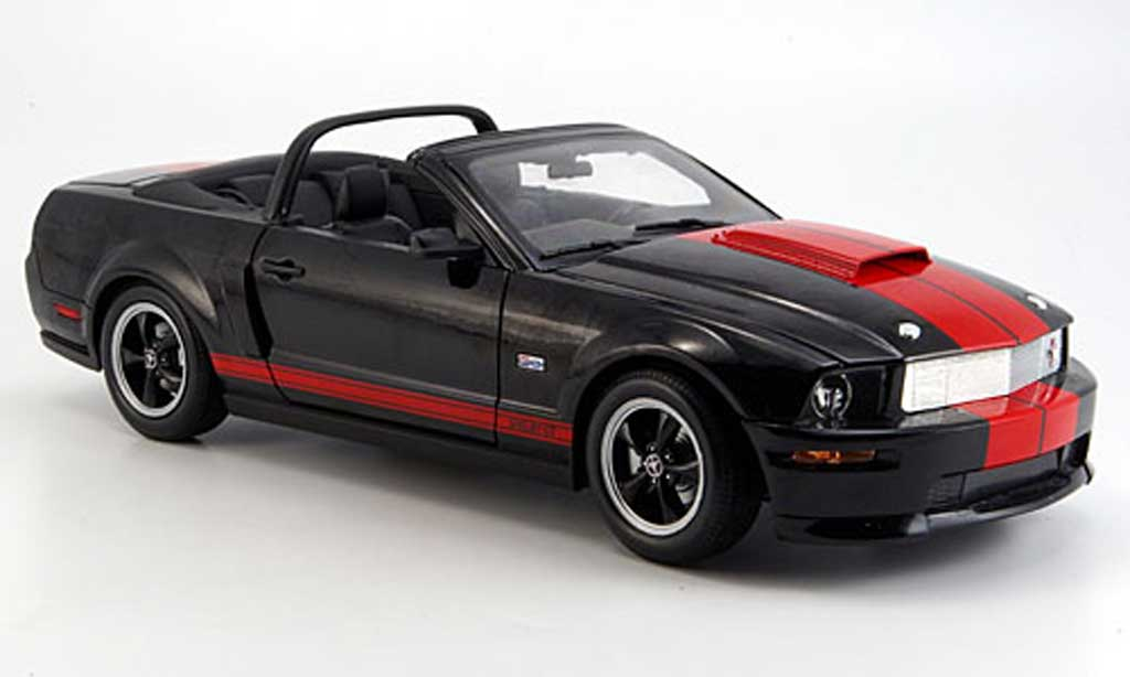 Shelby GT 1/18 Shelby Collectibles convertible noire/rouge b. jackson version 2008 miniature