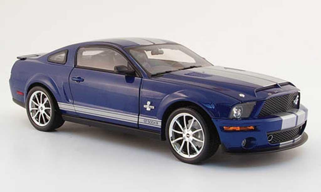 Shelby GT 500 1/18 Shelby Collectibles kr bleu avec bandes grises 2008 miniature