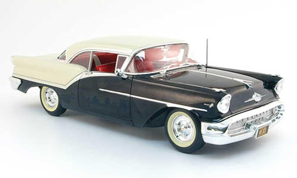 Oldsmobile Super 88 1/18 Highway 61 noire blanche 1957 miniature