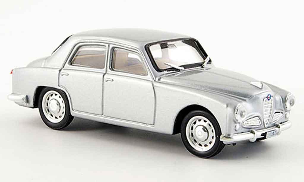 Alfa Romeo 1900 1/43 Brumm berline grise metallisee 1950