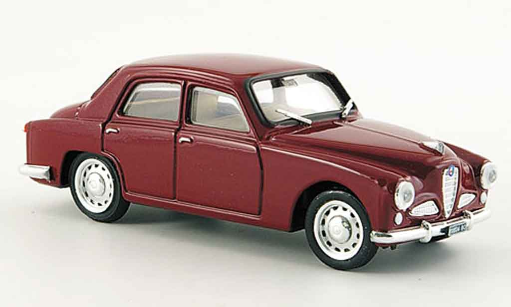Alfa Romeo 1900 1/43 Brumm berline rouge 1950 miniature