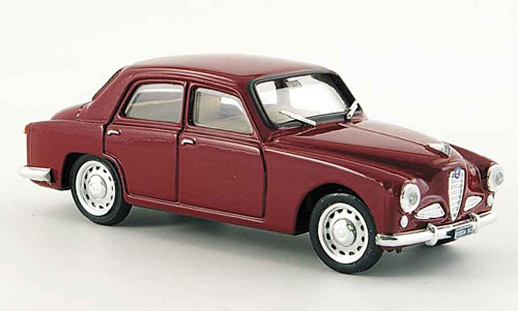 Alfa Romeo 1900 1/43 Brumm berline rouge 1950 miniature