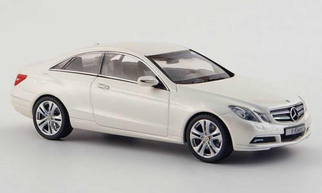 Mercedes Classe E 1/43 Schuco Coupe (C207) blanche 2009 miniature