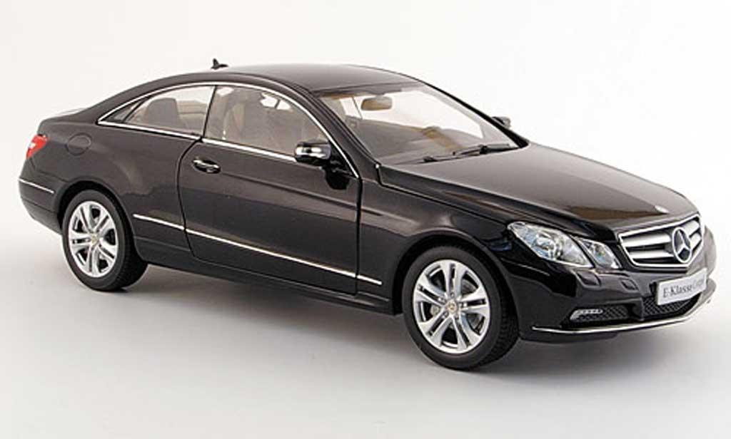 Mercedes Classe E 1/18 Norev coupe (c 207) noire 2009 miniature