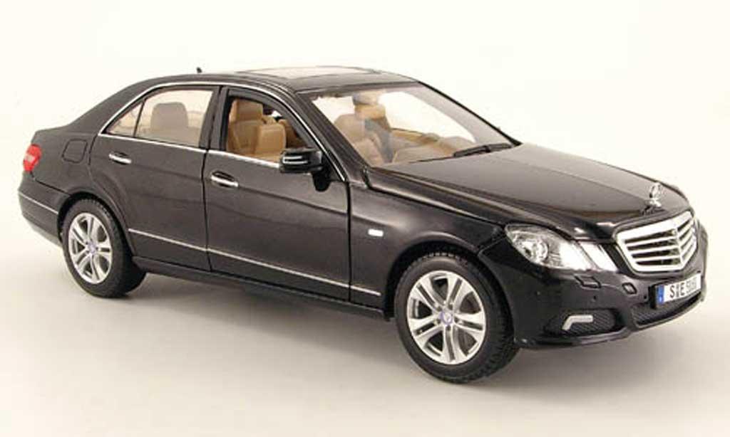 Mercedes Classe E 1/18 Maisto 350 (w 212) noire 2009 miniature