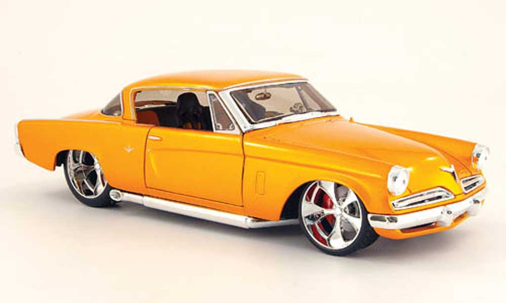 Studebaker Commander 1/18 Maisto starliner orange 1953 miniature