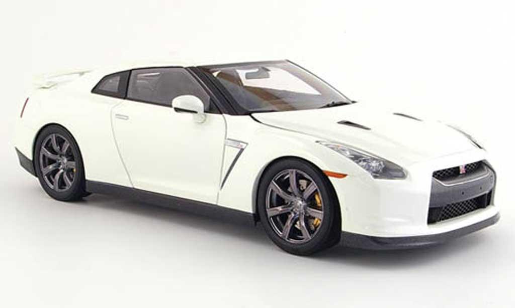 Nissan Skyline R35 1/18 Kyosho gt-r premium edition bianca miniatura