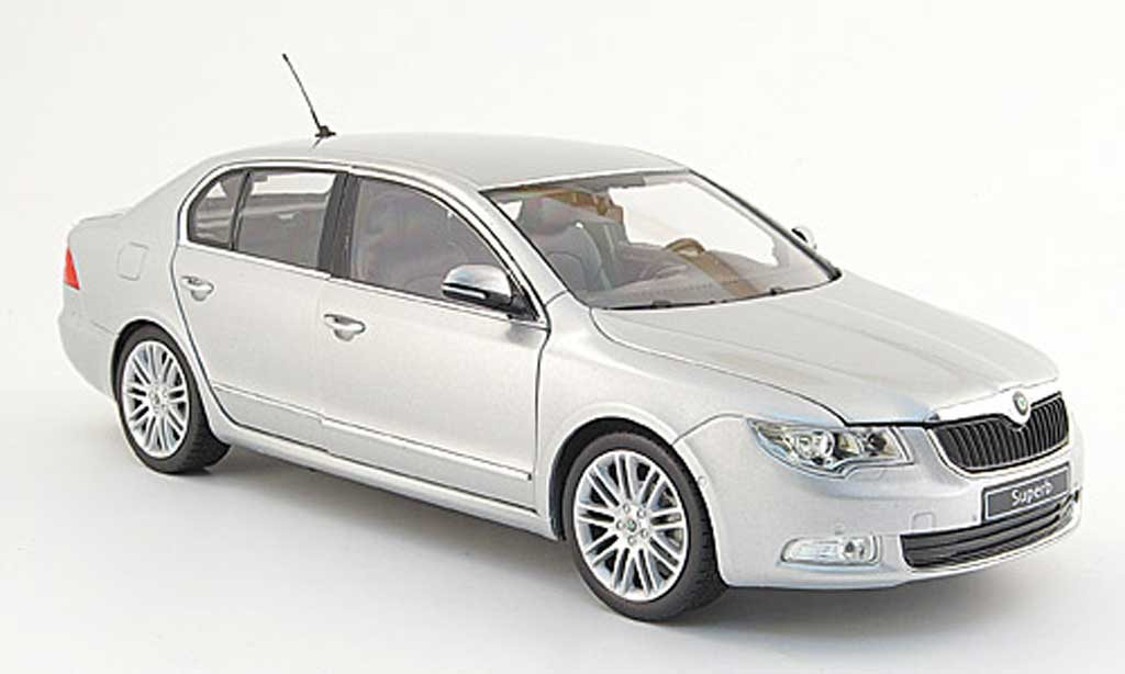 Skoda Superb 2009 1/18 Abrex grise clair ii miniature