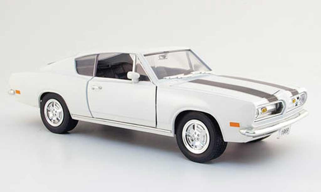 Plymouth Barracuda 1969 1/18 Yat Ming blanche avec bandes noires miniature