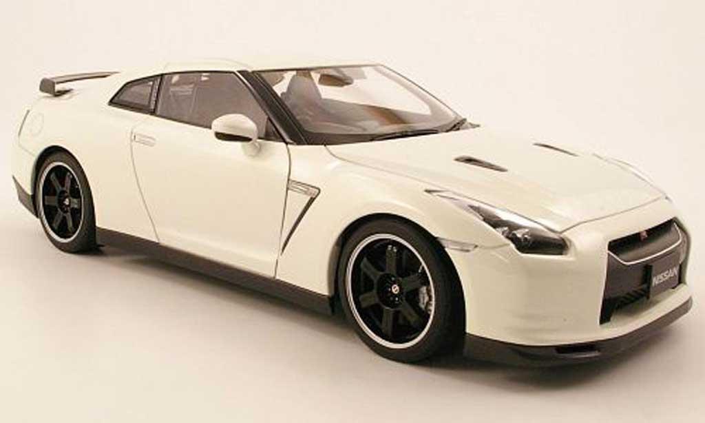 Nissan Skyline R35 1/18 Autoart gtr spec v blanche miniature