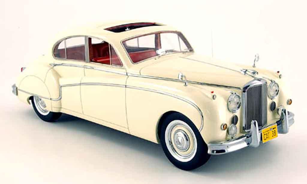 Jaguar MK 9 1/18 Neo blanche lhd 160 miniature