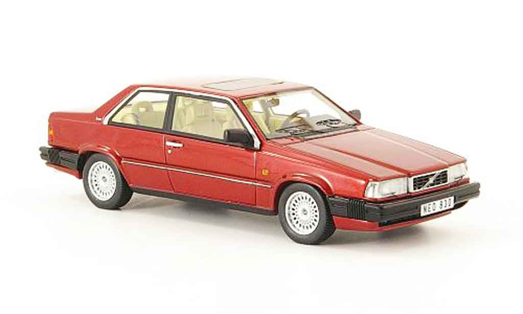 Volvo 780 1/43 Neo Bertone  rouge 1988 miniature