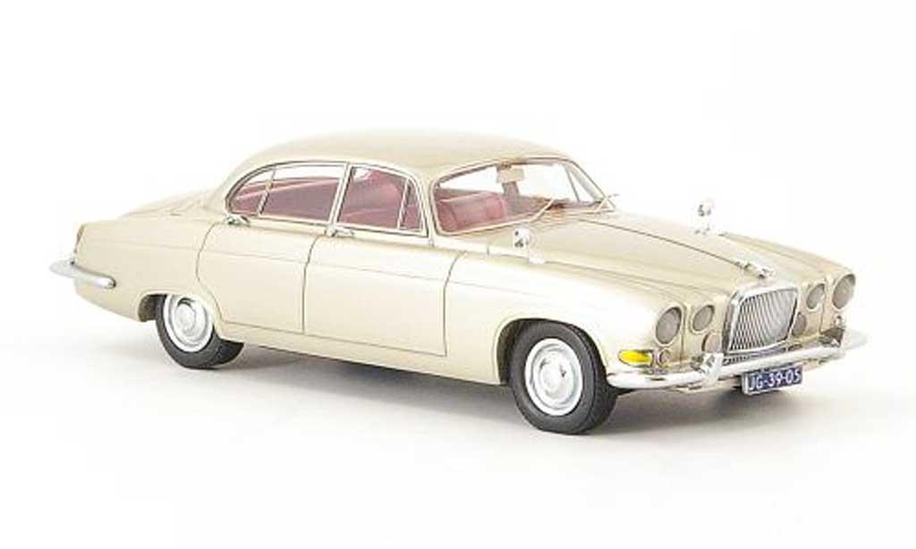 Jaguar MK 10 1/43 Neo beige 1967 miniature