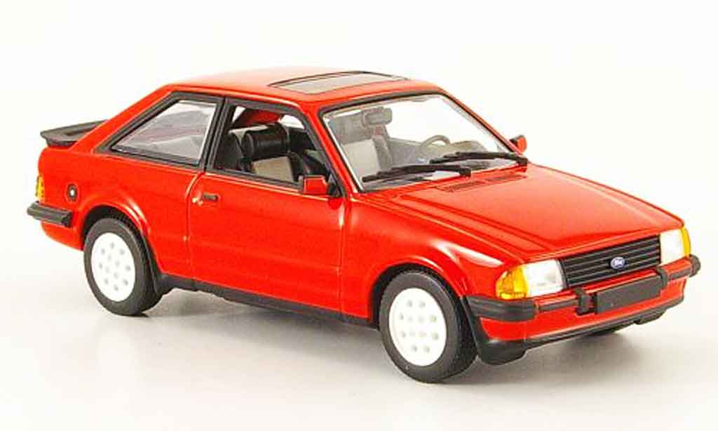Ford Escort XR3 1/43 Minichamps i rouge 1982 MK3 miniature