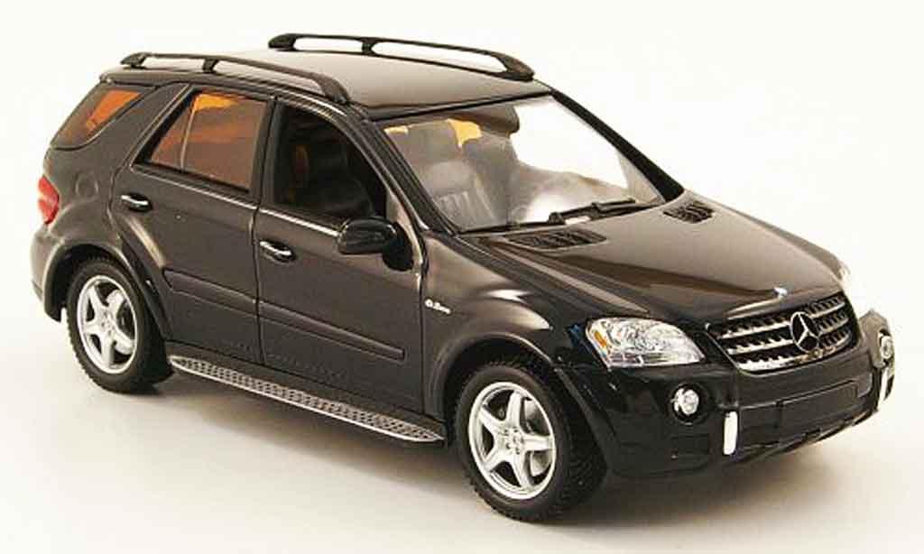 Mercedes Classe M 1/43 Minichamps ML 63 AMG (W 164) noire 2006 miniature