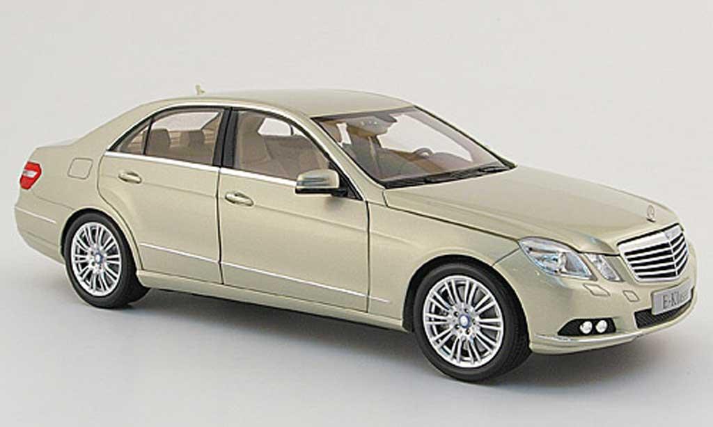 Mercedes Classe E 1/18 Minichamps (w 212) beige 2009 miniature