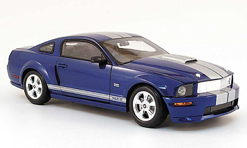 Shelby GT 1/18 Shelby Collectibles coupe bleu avec bandes 2008 miniature