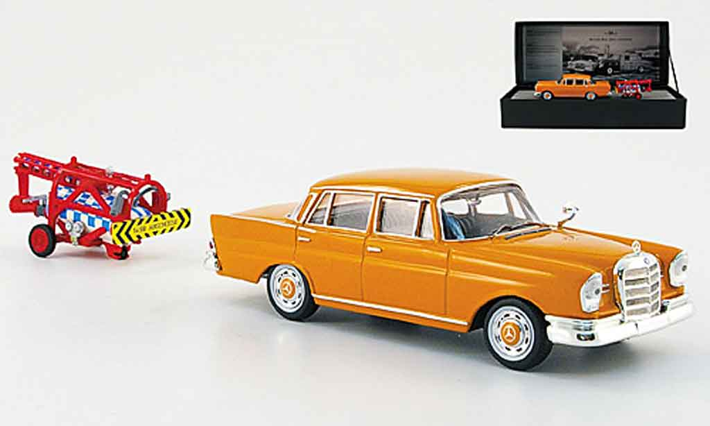 Mercedes 220 1/43 Ixo SE (W 111) avec Raketenantrieb orange 1959 miniature