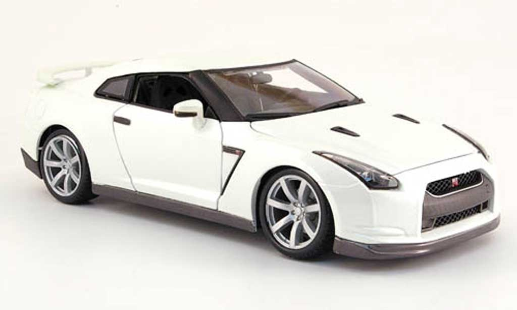 Nissan Skyline R35 1/18 Burago GT-R bianca 2009 miniatura
