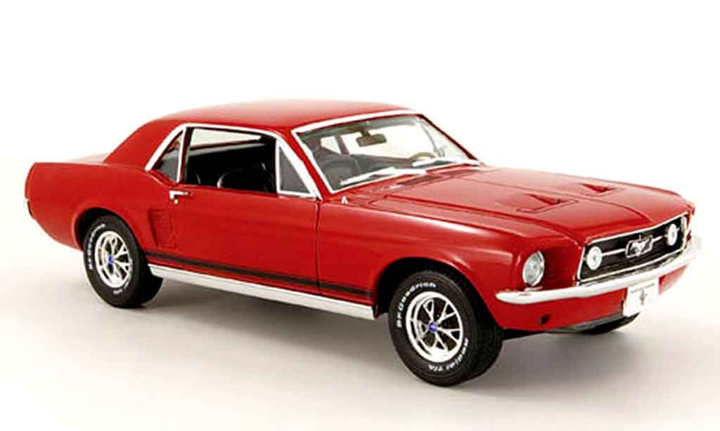 Ford Mustang 1967 1/18 Greenlight coupe rouge miniature