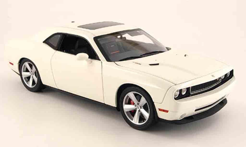 Dodge Challenger 2008 1/18 Highway 61 srt8 blanche miniature