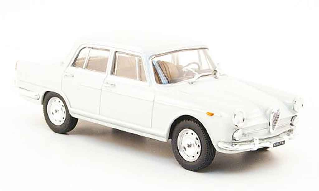 Alfa Romeo 2000 1957 1/43 Starline berline grise 1957 miniature