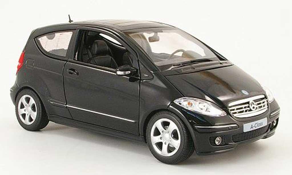 Mercedes Classe A 1/18 Welly 200 noire 3 portes miniature