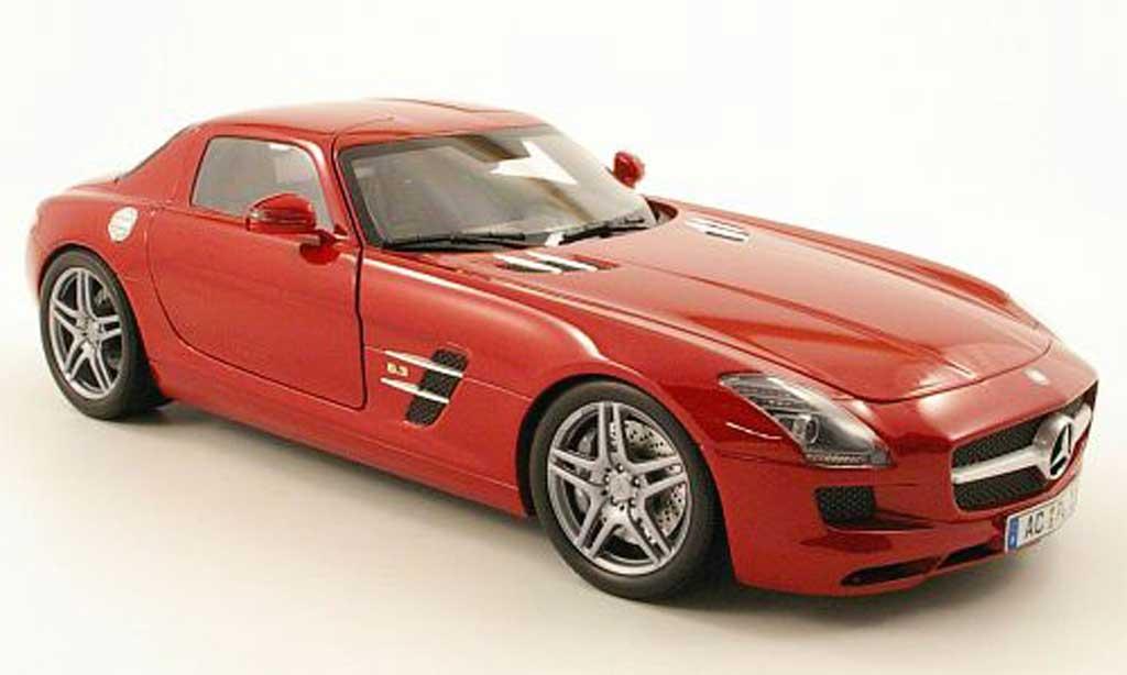 Mercedes SLS 1/18 Minichamps coupe amg (c197) rouge 2010 miniature