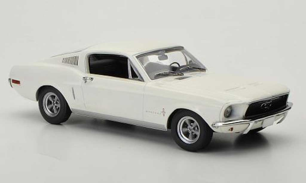 Ford Mustang 1968 1/43 Minichamps Fastback 2+2 blanco miniatura