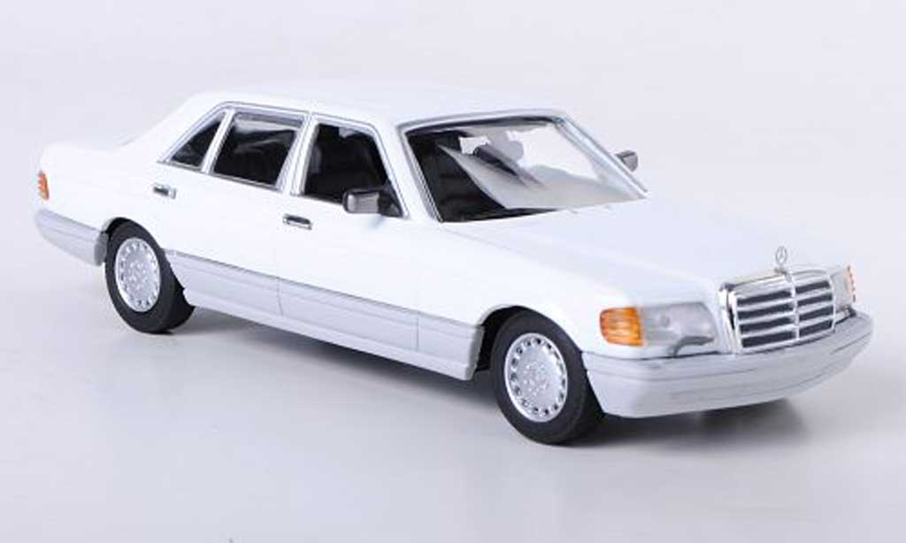 Mercedes 560 SE 1/43 Minichamps (W126) white 1989 diecast model cars