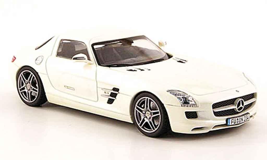 Mercedes SLS 1/43 Schuco AMG (C197) white diecast model cars