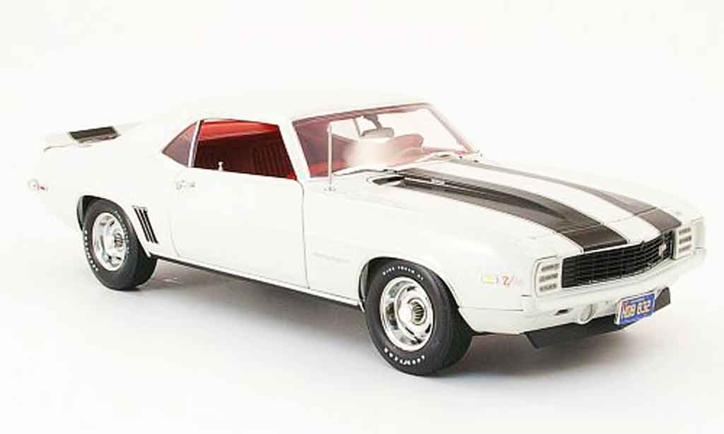 Chevrolet Camaro Z28 1/18 Highway 61 rs creme blanche/noire 1969 miniature