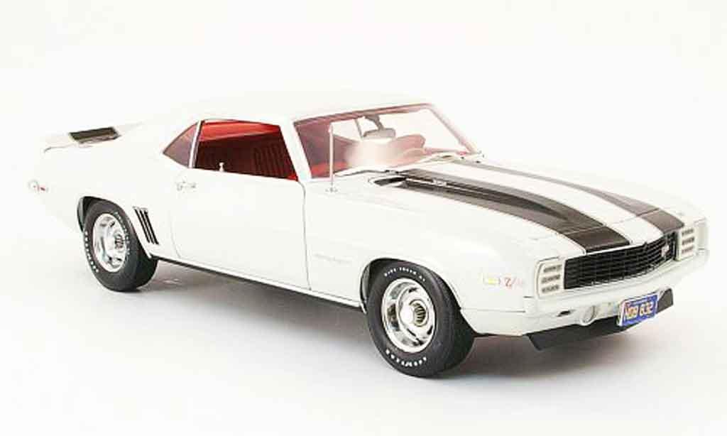 Chevrolet Camaro Z28 1/18 Highway 61 rs creme bianco/nero 1969 modellino in miniatura