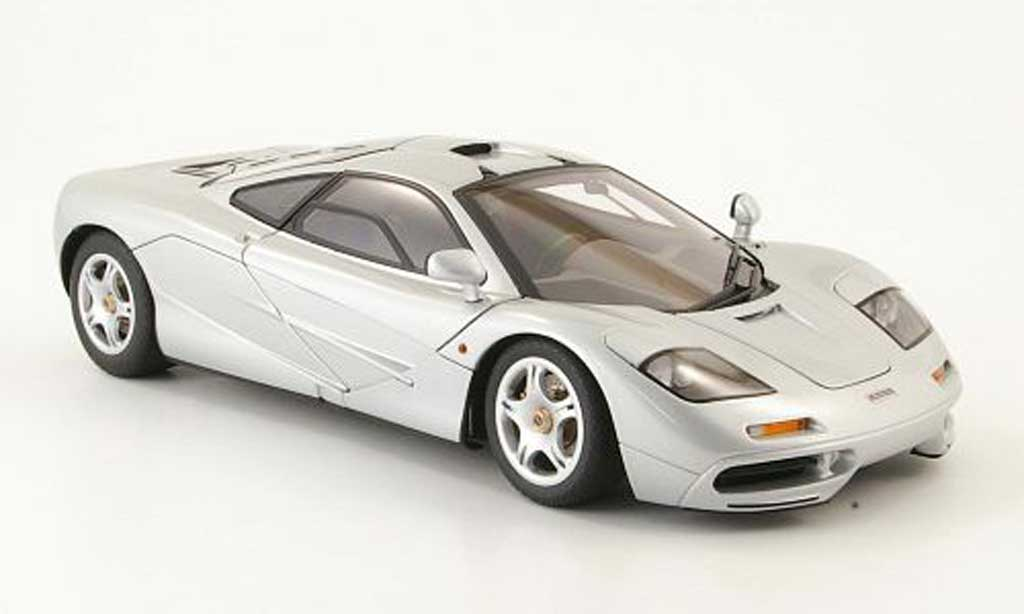 McLaren F1 1/18 Autoart short tail grise clair metallized street version 1994 miniature