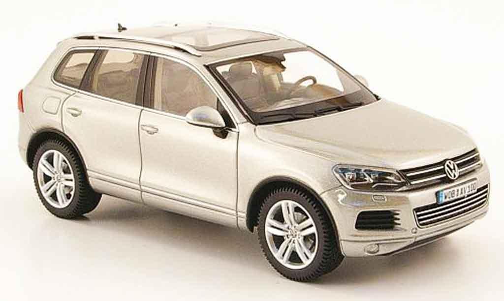 Volkswagen Touareg 1/43 Schuco grey 2010 diecast model cars